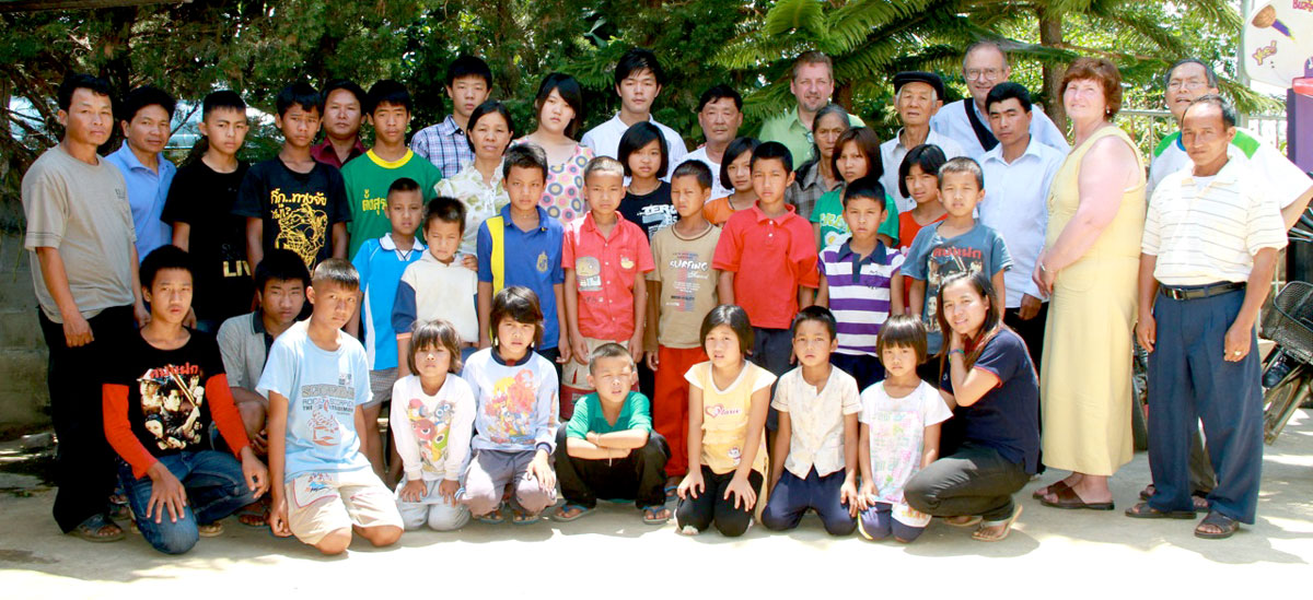 Rev. and Mrs. Lee with children of migrant workers in Thailand (click to enlarge).