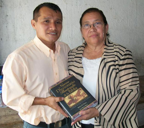 Juanita Chavez (right) and Pastor Isaias