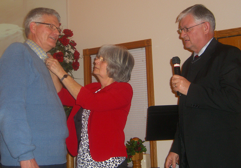Lee Rhodes (right) with Jerry and Margie Drummond.
