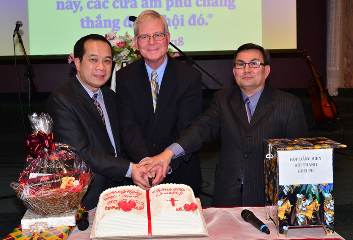 Cutting the cake for the new church.