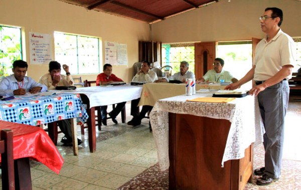 Victor Mojica leading a training session in Nicaragua.
