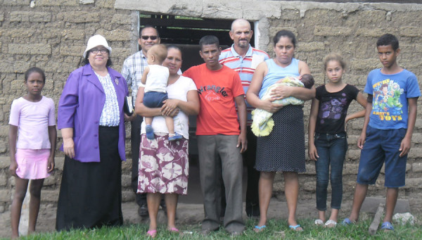 Juanita Chavez with church planters in the remote community of Hatos del Santo.
