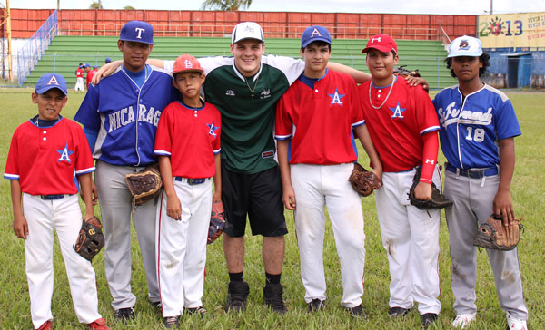 With members of the under-16 Nicaraguan team.