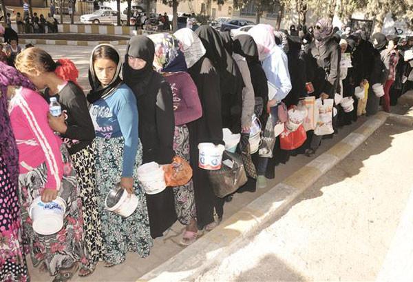 syria-refugeewomen600