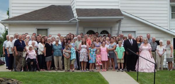 The Avlon congregation on anniversary Sunday.